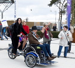 Hind wheelchair bike Van Raam