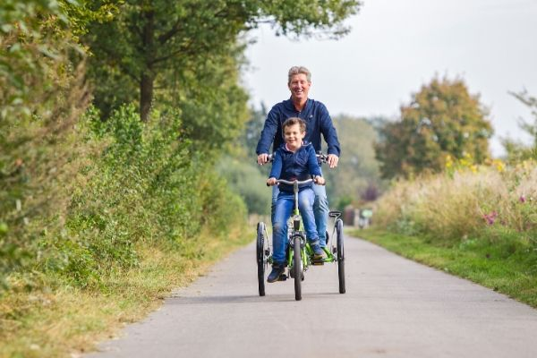 Van Raam tandem Kivo plus eine Person lenkt
