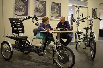 Van Raam fiets testen in showroom