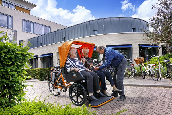 Riksja bicycle photo shoot Van Raam boarding at care institution