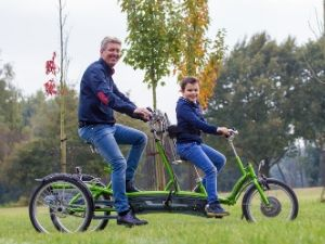 Van Raam What is a tandem Kivo Plus tricycle tandem
