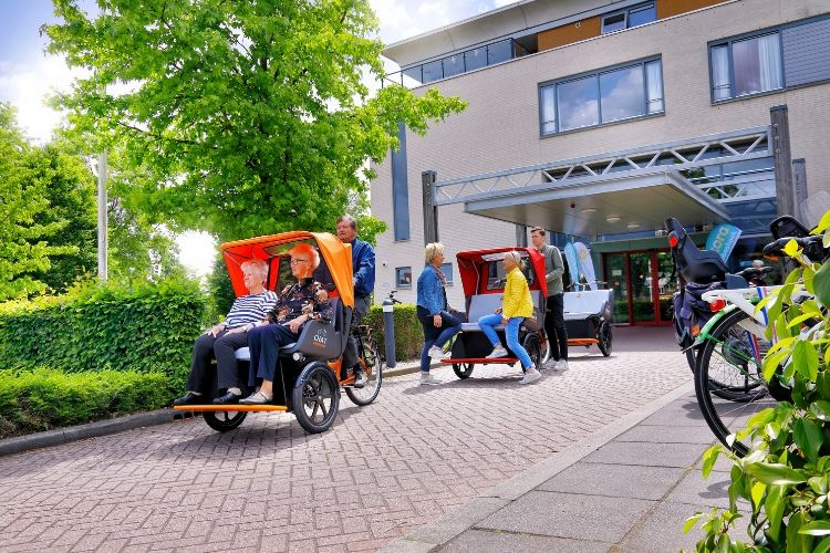 Van Rickshaw cargo bike bike chat at care institution