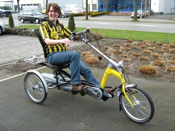 Easy Rider tricycle in the Vitesse (Dutch football team) colors