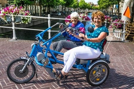 The Fietsmaatjes foundation on the side-by-side tandem Fun2Go
