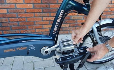 Attaching and adjusting the Van Raam foot fixation
