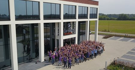 Group picture Van Raam employees bike factory