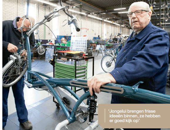 Oldest and youngest employees of the Dutch metal industry work at Van Raam