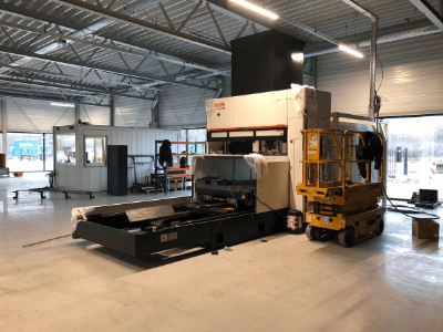 The-3D-laser-machine-has-arrived-in-the-new-Van-Raam-company-building