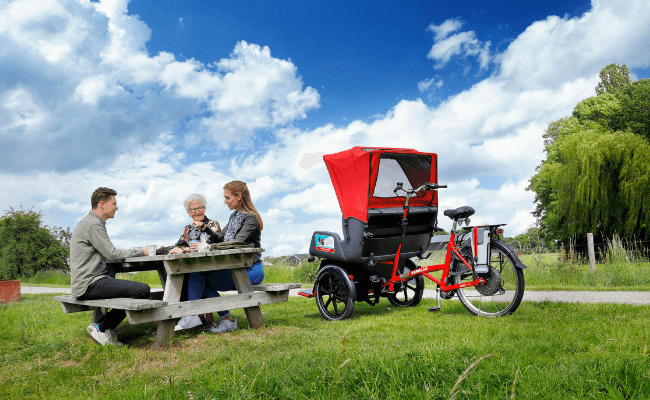 Van Raam rickshaw transport bike for Cycling Without Age - picknick