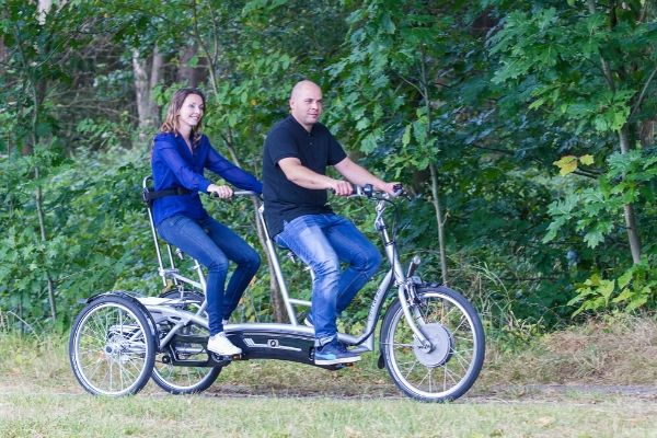 Van Raam tandem Twinny plus eine Person lenkt