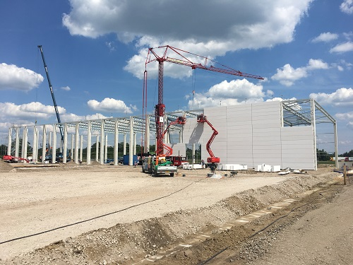 The installation of the concrete wall of the Van Raam warehouse
