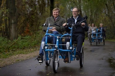 King cycles on Fun2Go duobike with founder of Fietsmaatjes foundation